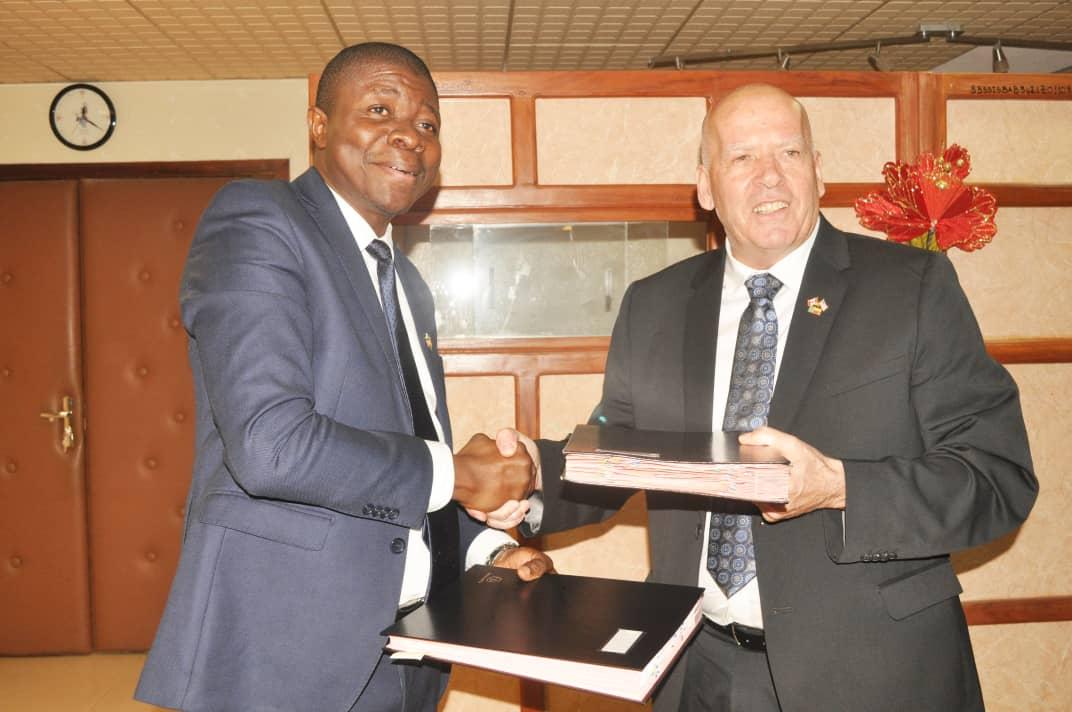Changement à la tête de la SBEE : Laurent Tossou passe le témoin à Jacques Paradis